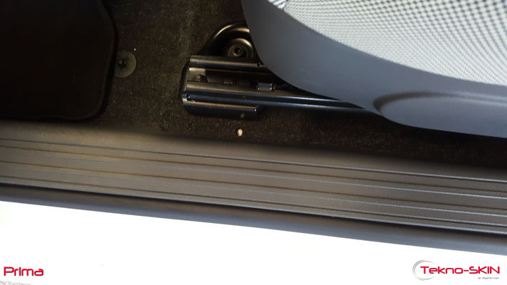 RIPARAZIONE MOQUETTE FIAT 500  - Riparazione Buco da Sigaretta Lato Guida  - Copertura con Fibre a colore per nascondere riparazione - Prima