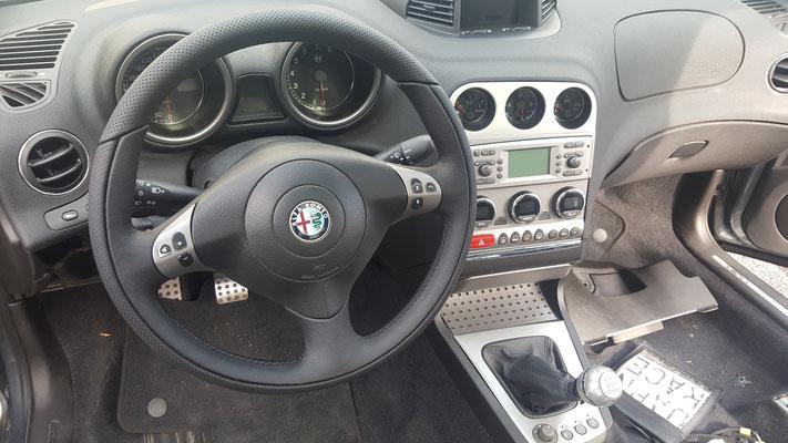 VOLANTE ALFA ROMEO 156 GTA Ripellamento completo in Pelle Liscia e Pelle Traforata in modo da mantenere la finitura originale - Dopo