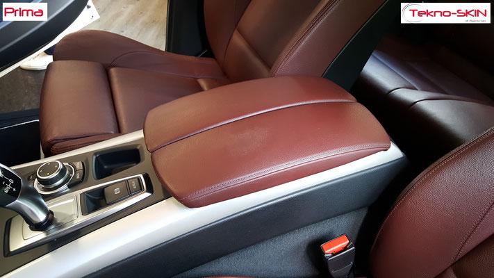 RISTRUTTURAZIONE BRACCIOLO CENTRALE BMW X5  - Restauro Superficie Consumata nella zona Appoggio Lato Guida  - Colorazione a campione - Prima