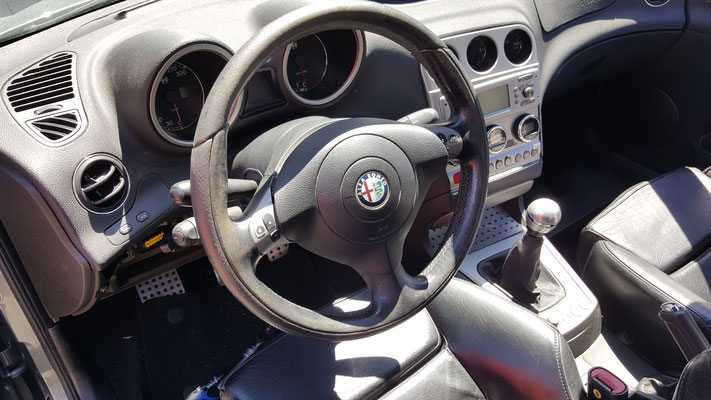 VOLANTE ALFA ROMEO 156 GTA Ripellamento completo in Pelle Liscia e Pelle Traforata in modo da mantenere la finitura originale - Prima