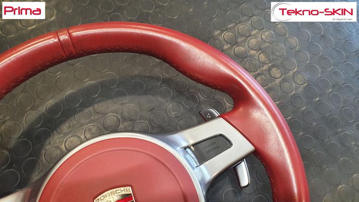 VOLANTE PORSCHE CAYMAN S  Ripellamento completo in Pelle Rosso Carrera   Mirino Centrale Argento Satinato  Cuciture Diamantate Rosse - Prima