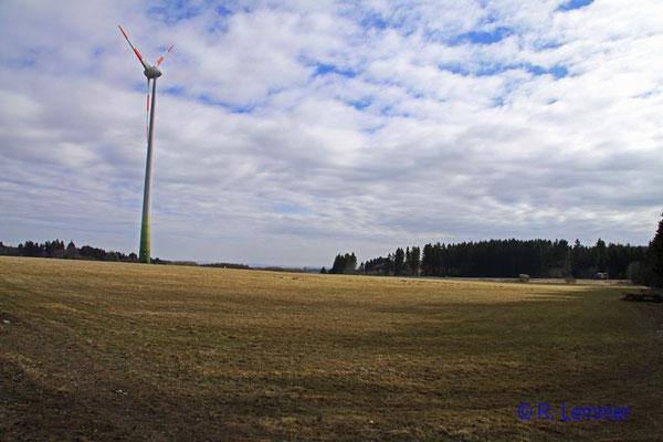 Windräder am Kreisel bei Hohenroth