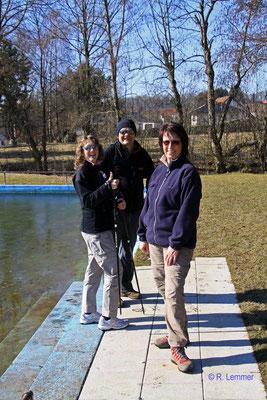 Natascha, Iris u. Heinz am Naturschwimmbad Rehe