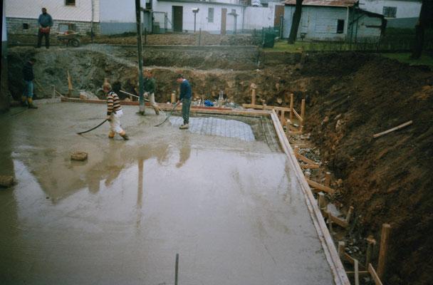 Bodenplatte wird gegossen