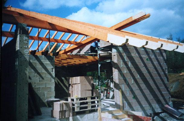 Dachstuhl wird fertiggestellt