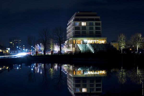Columbia Hotel in Wilhelmshaven bei Nacht