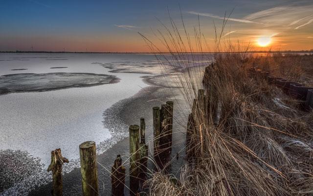 Sonnenuntergang - Winter im Naturschutzgebiet Ewiges Meer in Ostfriesland