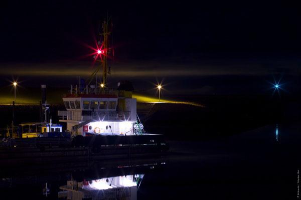 Nassauhafen in Wilhelmshaven bei Nacht