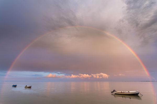 Regenbogen über dem Banter Fischerdorf