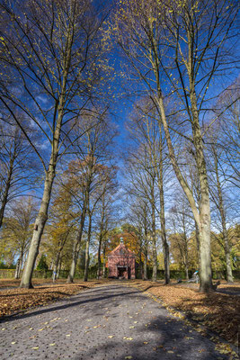 Ehrenfriedhof im Herbst