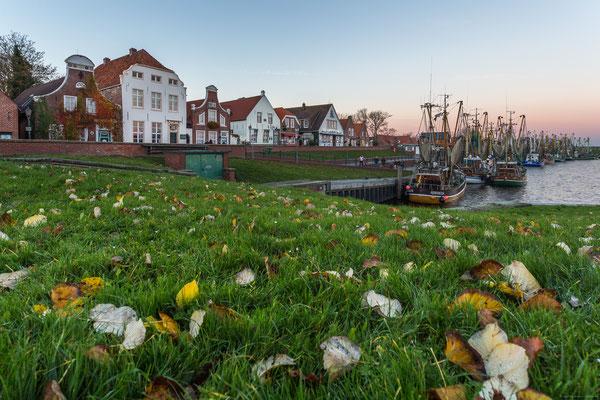 Hafen von Greetsiel im Herbst