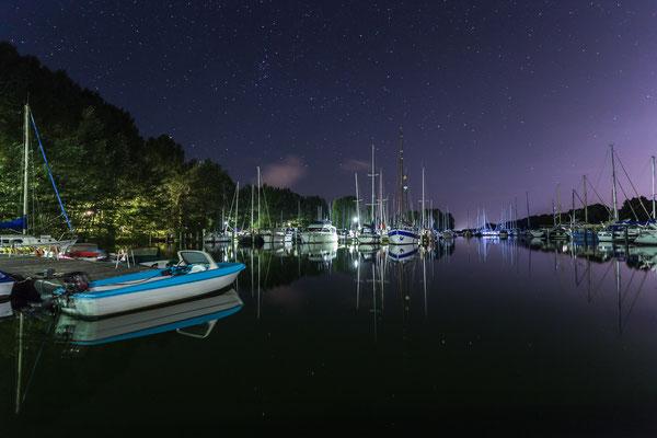 Sternenklare Nacht an der Marina am Hooksmeer in Hooksiel