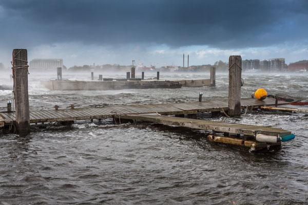 Der Große Hafen bei Sturm