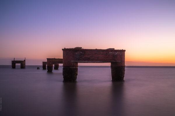 Sonnenuntergang am alten Schiffsanleger in Eckwarderhörne