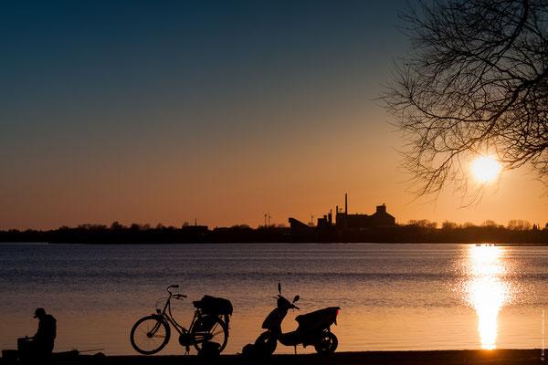 Sonnenuntergang am Banter See in Wilhelmshaven