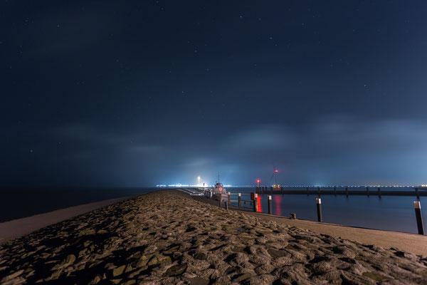 Sternenklare Nacht am Hooksieler Außenhafen