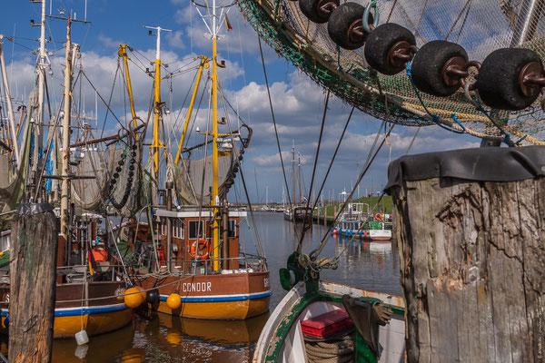 Krabbenkutter im Hafen von Greetsiel