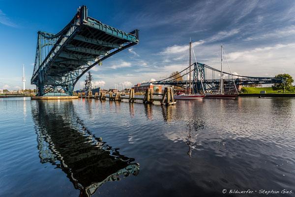 Geöffnete Kaiser-Wilhelm-Brücke in Wilhelmshaven