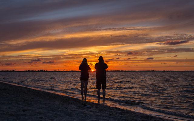 Sonnenuntergang am Strand Hooksiel erleben