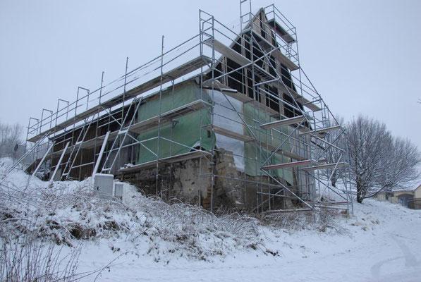 Die neue Scheune im Zustand zu Beginn der Bauarbeiten.