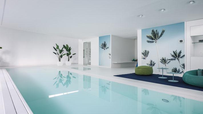 Der Blick im Pool zurück an die Rückwand mit Spaßduche und Party, Foto: Daniel Hartz