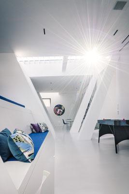 Blick aus dem Kino- und Chillbereich in Richtung Atelier, Foto: Daniel Hartz