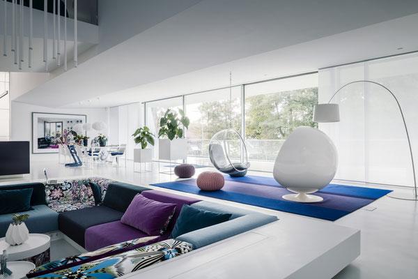 Blick über die Lounge in Richtung Essbereich und Bel Etage, Foto: Daniel Hartz