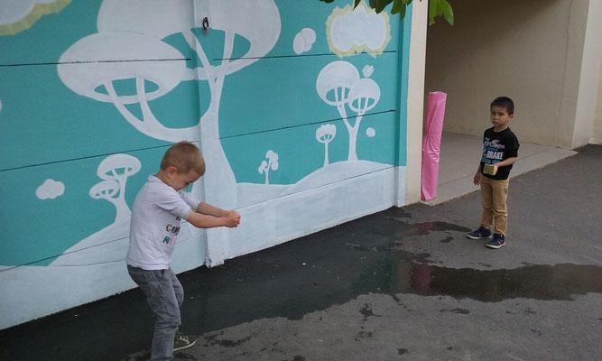 FRESQUE MURALE ETAPE 1 nettoyage du mur et peindre le soubassement