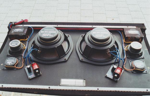 Boxenbrett mit Hoch-, Mittel- und Tieftönern, sowie Frequenzweichen 750 Watt