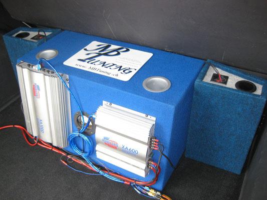 Robuste Subwooferinstallation mit Verstärkern für schnelle und einfache Demontage 1600 Watt