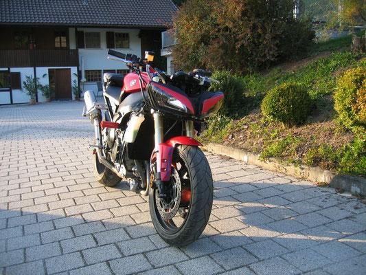 YAMAHA R1 Stuntmotorrad. Nicht für den öffentlichen Strassenverkehr zugelassen!