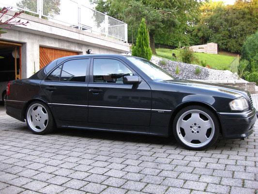 "Mercedes-Benz C36 AMG mit 18"" AMG-Aluminiumfelgen"