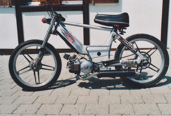 das damals schnellste Mofa in der Schweiz (178km/h). Nicht für den öffentlichen Strassenverkehr zugelassen!