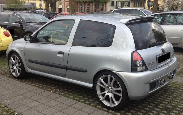 Renault Clio 2.0 16V Sport mit Alufelgen, Heckspoiler, LED Rücklichter und Sportauspuffanlage