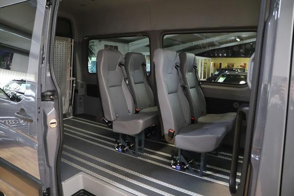 VW Crafter II Kombi zum Personen- und Sachentransport mit Airlineschienen und sechs Einzelsitzen