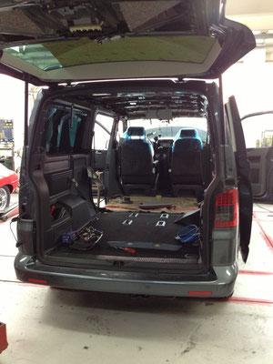 Innenausbau und Kabelverlegung T5 Caravelle Comfort 3400