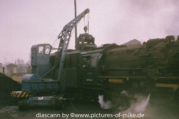 50 3565 im Januar 1987 als Heizlok im Bw Pirna beim bekohlen
