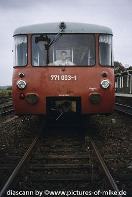 19.9.1995 auf 771 003 im Bahnhof Wustermark als Lotse bei Überführung des Tw von Dresden nach Stendal