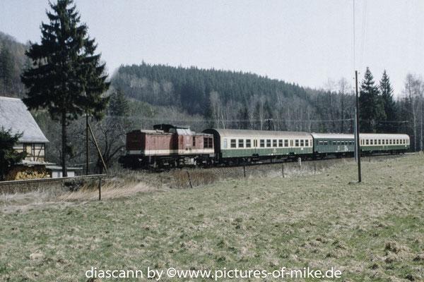 eine 202 am 3.4.1995 Zwischen Bärenstein und Bärenhecke mit RB 7540 Altenberg - Heidenau