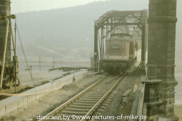 112 562 am 30.11.1986. Diese Zuggarnitur war die letzte welche am Abend des gleichen Tages als letzte über die alte Elbbrücke fahren sollte.