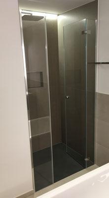 Duschtrennwand mit Pendelscharnier