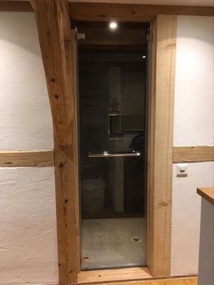 Glastüre für Duscheneingang mit Handtuch-Griffstange