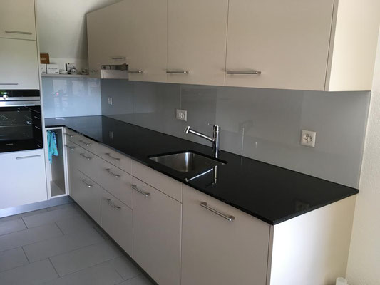 Küchenrückwand - grau - glänzend
