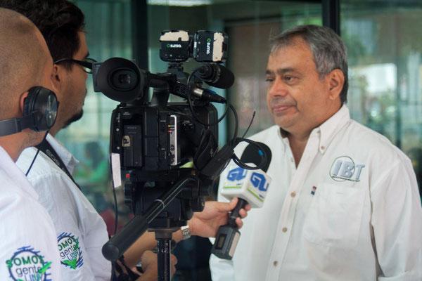 Los medios documentaron la entrega de Becas y los seminarios de Biotropical Institute en Venezuela.
