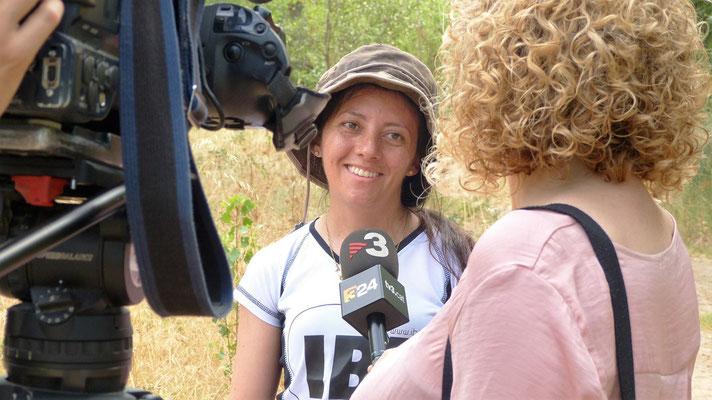 En el destino nuestros becados son entrevistados por las televisiones nacionales (TV3 en Catalunya).
