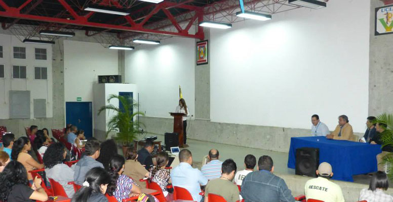 Momento de la entrega de las Becas en la UCLA de Barquisimeto.