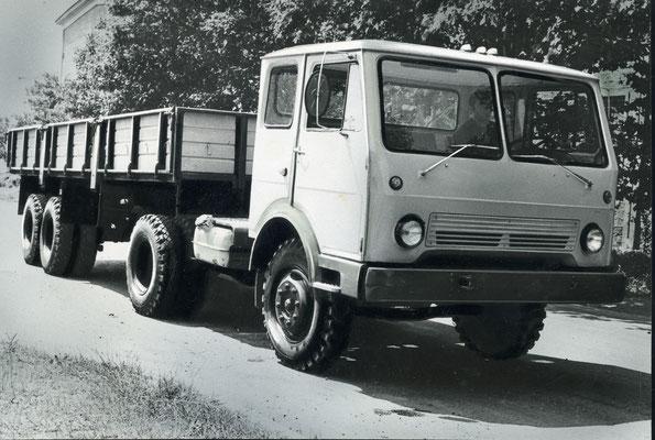 КАЗ-608В с новой кабиной производили до конца 1980-х