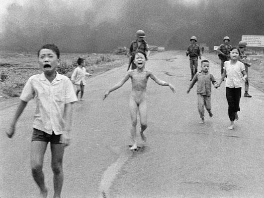 """Снимок """"Ужас войны"""" был сделан Ником Утом в 1972 году во время боевых действий во Вьетнаме."""