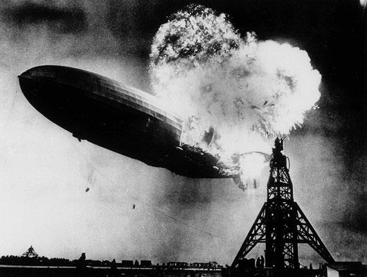 """Фотография """"Крушение дирижабля """"Гинденбург"""" была сделана Сэмом Шером в 1937 году."""