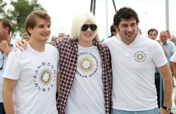 Сыновья миллиардера Ута и Бера Иванишвили с вице-премьером, министром энергетики Грузии Кахой Каладзе, который к сожалению для всех девушек Грузии — женат